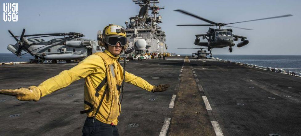 ناو یو اس اس باتان ایالات متحده پس از عبور از تنگه هرمز وارد خلیج فارس