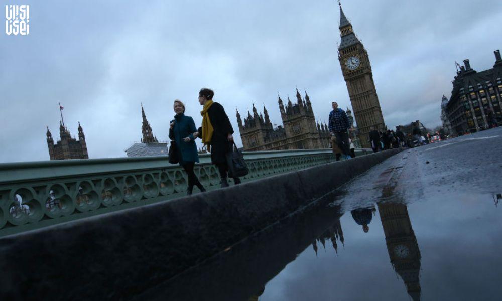 اوباشان در بریتانیا برج های مخابراتی را تخریب کردند