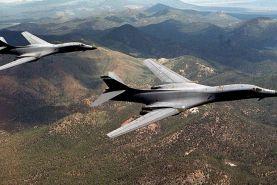 پرواز دو بمبافکن آمریکایی بر فراز شبه جزیره کره