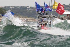 غرق شدن قایق ها در رژه حمایتی از ترامپ