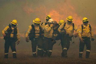 تلاش برای مهار آتشفشان