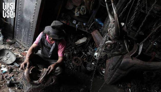 هنرمند تونسی از قطعات خودرو اسقاطی مجسمه می سازد